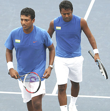 Mahesh Bhupathi (left) and Leander Paes