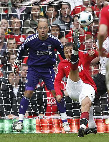 Dimitar Berbatov scores against Liverpool