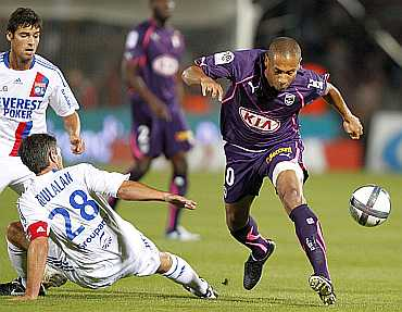 Bordeaux Jussie fights for the ball during his match against Lyon