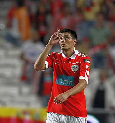 Benfica's Oscar Cardozo celebrates his goal against Sporting Lisbon