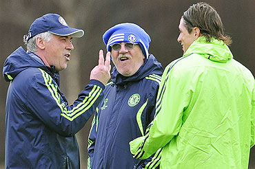 Chelsea manager Carlo Ancelotti (left) gestures as he speaks to Fernando Torres (right) at a training session