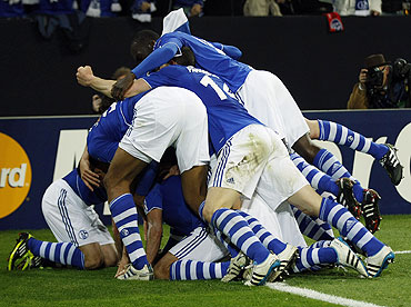 Schalke 04's players celebrate after scoring against Inter Milan