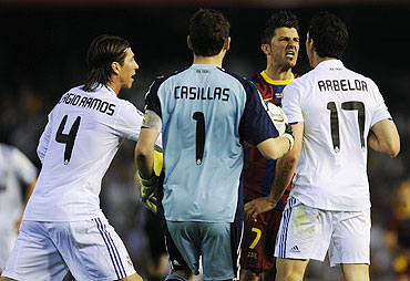 Barcelona's David Villa (2nd from right) argues with Real Madrid's Alvaro Arbeloa (right), Iker Casillas (centre) and Sergio Ramos