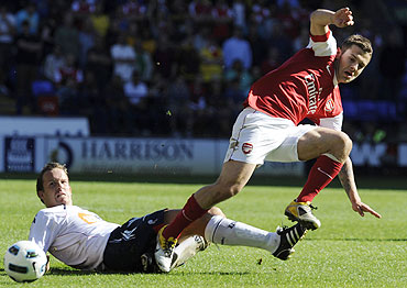 Bolton Wanderers' Kevin Davies (left) challenges Arsenal's Jack Wilshere