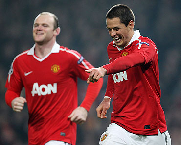 Manchester United's Javier Hernandez (right) celebrates with teammate Wayne Rooney