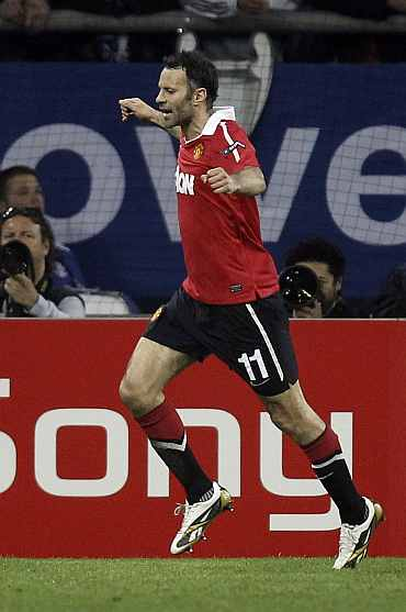 Ryan Giggs celebrates after scoring against Schalke 04