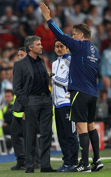 Jose Mourinho is sent to the stands by fourth official Thorsten Kinhofer