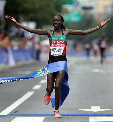 Edna Ngeringwony Kiplagat of Kenya celebrates winning the women's marathon during day one of 13th IAAF World Athletics Championships