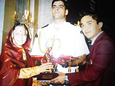 Footballer Sunil Chhetri receives the Arjuna Award from the President