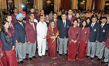 The President and Minister of State for Youth Affairs and Sports Ajay Maken with the awardees at Rashtrapati Bhavan