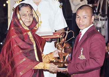 Boxer Suranjoy Singh receives the Arjuna Award from the President