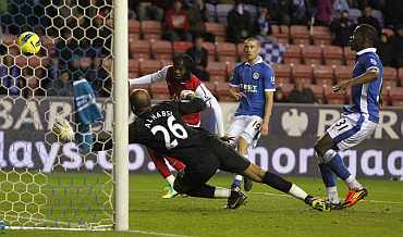 Arsenal's Gervinho shoots to score against Wigan