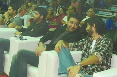 Actor Aftab Shivdasani (extreme left), Udit Seth, businessman Raj Kundra, and  VJ Gaurav Kapur watch WSB bouts