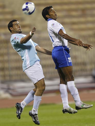 Jordan's Al Faisaly's Abedelhadi Al Maharmeh (left) fights with India's Dempo SC's Gawli Mahesh for the ball during their AFC Cup match in 2009
