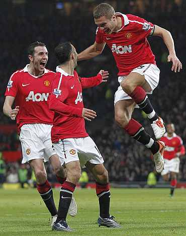 Nemanja Vidic celebrates with team-mates after scoring against Aston Villa