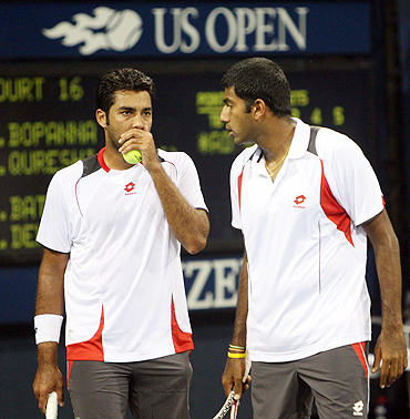 Rohan Bopanna and Aisam-ul-Haq Qureshi (left)