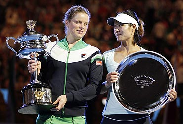 Kim Clijsters and Li Na at the presentation ceremony
