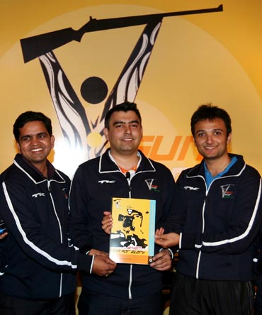 Gagan Narang (centre) with with Ronak Pandit (left) and Pawan Singh