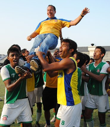 Salgaocar players chair coach Karim Bencherifa after clinching the 2001 I-League title