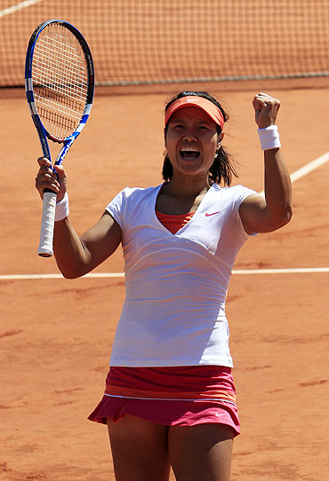 Li Na reacts after defeating Maria Sharapova