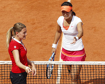 Li Na of China (right) speaks with the referee during her women's final against Francesca Schiavone