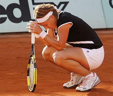 Svetlana Kuznetsova reacts during her quarter-final match against Marion Bartoli