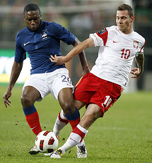 Poland's Ludovic Obraniak (right) and France's Charles N'Zogbia vie for possession during their international friendly against Poland in Warsaw on Thursday