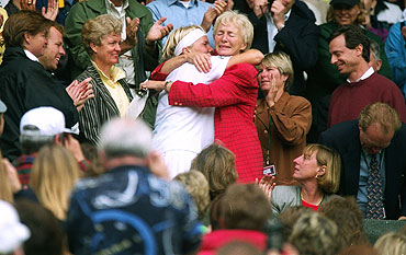 Jana Novotna kisses her mother in the stands