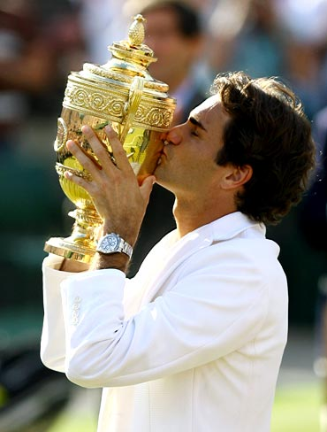 Roger Federer celebrates after winning the 2007 Wimbledon title
