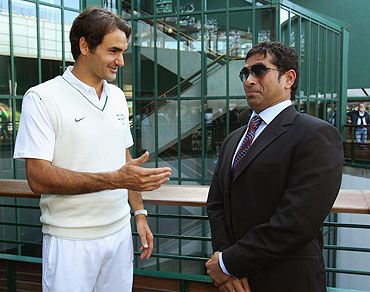 Roger Federer chats with Sachin Tendulkar