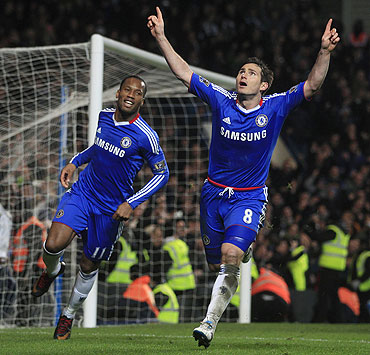 Chelsea's Frank Lampard (right) celebrates after scoring a penalty against Manchester United