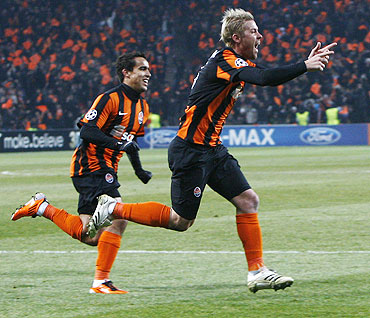 Shakhtar Donetsk's Tomas Hubschman (right) celebrates after scoring against AS Roma