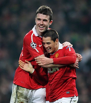 Javier Hernandez (right) of Manchester United celebrates with teammate Michael Carrick