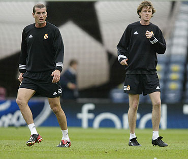 Zinedine Zidane (left) with Steve McManaman before a Champions League match in 2002