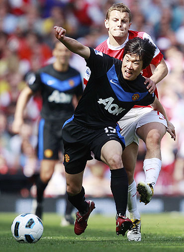 Manchester United's Park Ji-sung (left) wins the ball over Arsenal's Jack Wilshere