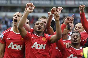 Manchester United players celebrate after winning the EPL title