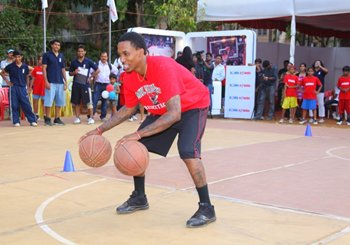 The crowds watch as NBA star Brandon Jennings demonstrates  his skills