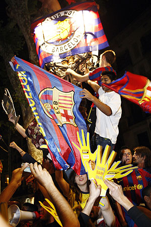 Barcelona's supporters celebrate their victory against Manchester United in front of Canaletas fountain at Las Ramblas in central Barcelona