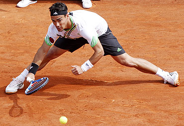 Fabio Fognini of Italy returns the ball to Albert Montanes of Spain