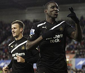 Newcastle United's Demba Ba (right) celebrates with teammate Ryan Taylor (left) after scoring against Stoke City