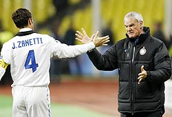 Ranieri (right) with Javier Zanetti