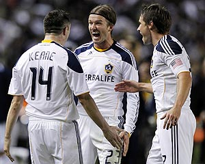 Los Angeles Galaxy's midfielder David Beckham with Robbie Keane and Todd Dunivant (right)