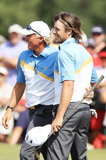 International Team captain Greg Norman embraces Aaron Baddeley