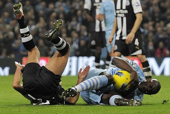Newcastle United's Hatem Ben Arfa (left) challenges Manchester City's Micah Richards