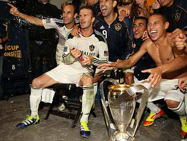 David Beckham celebrates with teammates after winning the Championship