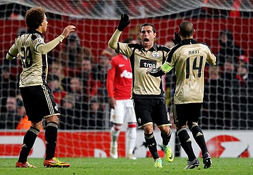 Bruno Cesar (centre) of Benfica celebrates after team-mate Pablo Aimar scored their second goal against Manchester United