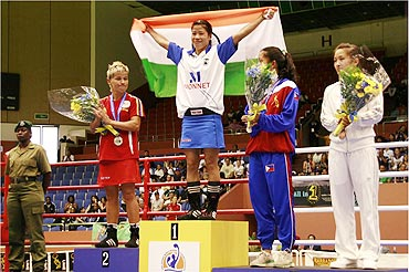 India's Mary Kom (centre) after winning the World Championships