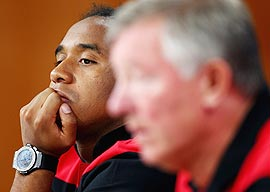 Anderson of Manchester United looks at manager Sir Alex Ferguson