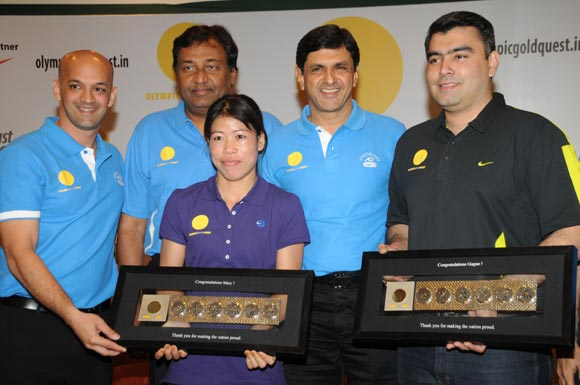 (Left to right): Viren Rasquinha with Niraj Bajaj, MC Mary Kom, Prakash Padukone and Gagan Narang