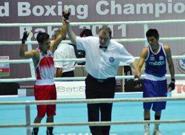 Devendro Singh (left) is adjudged winner against Joselito Velazquez